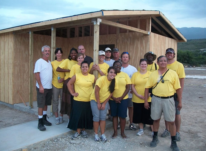 One of the many mission teams that helped with this project.