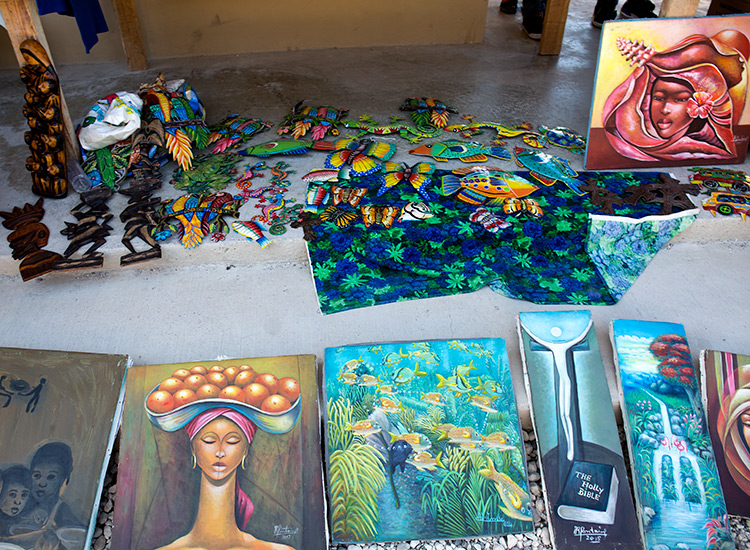Artist selling paintings and crafts and Gwo Mache Mirak