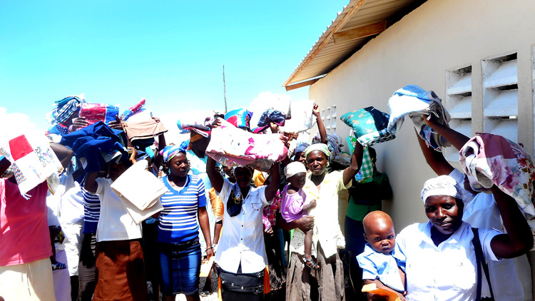 New blankets for the poor in Peyi Pouri.