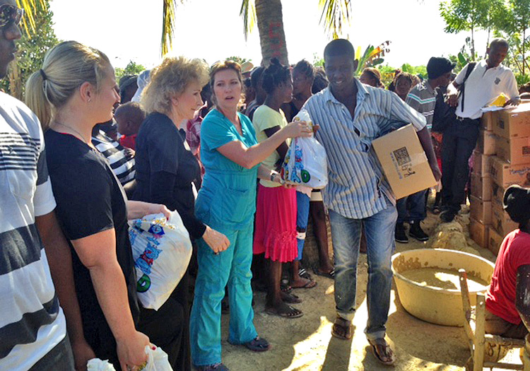 Handing out food and gifts to the people of Sapaterre