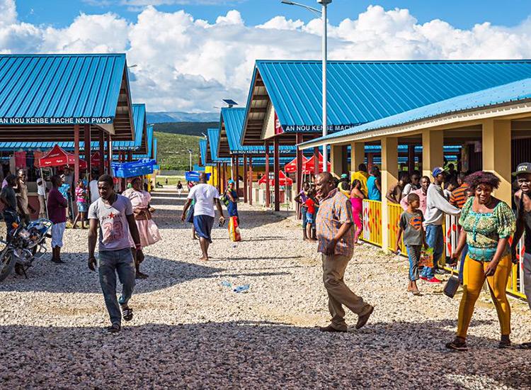 haitians-visit-marketplace