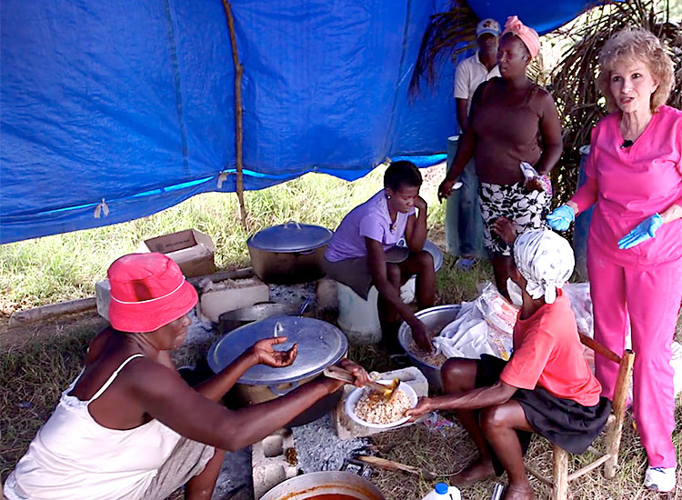 Haitian women working cooking food to the people of Sapaterre.